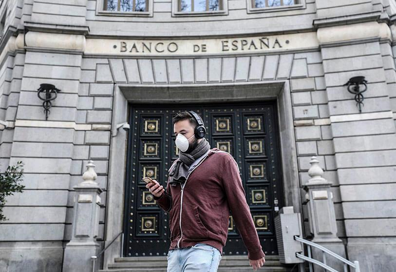A man wears a protective mask when passing through the Bank of Spain