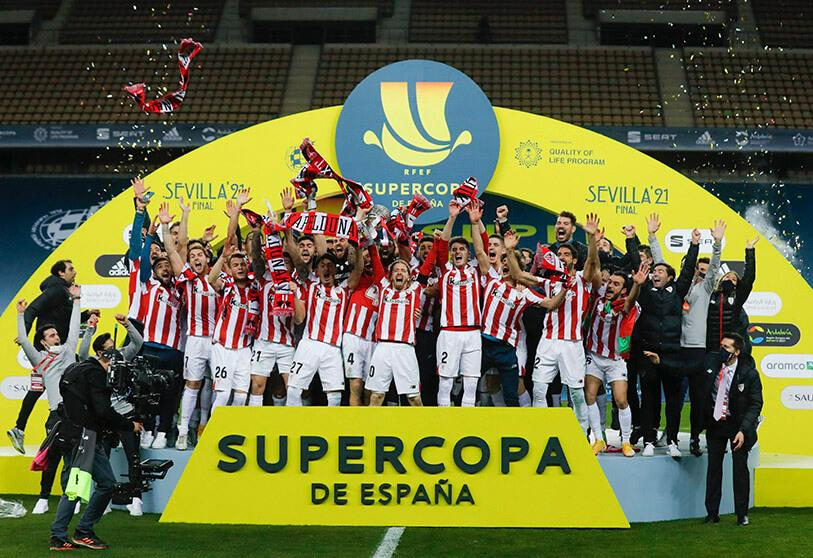Athletic Bilbao players celebrate after winning the Spanish Super Cup football final between FC Barcelona and Athletic Club Bilbao at La Cartuja Stadium in Seville on 17 January 2021
