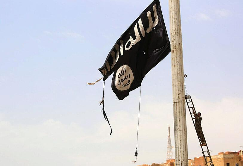 Sirio quita bandera DAESH