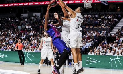 Anthony Randolph of Real Madrid Basketball tries to block Chris Singleton of Barcelona during the Spanish ACB League game at the WiZink Center