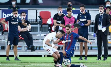 Sevilla's Spanish striker Munir El Haddadi (left) competes for a ball in the Spanish La Liga football match between Levante UD and Sevilla FC at the Ciutat de Valencia stadium on 15 June 2020