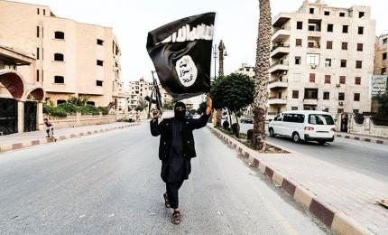 A member of the Daesh flies the flag of Daesh in Raqqa (Syria)